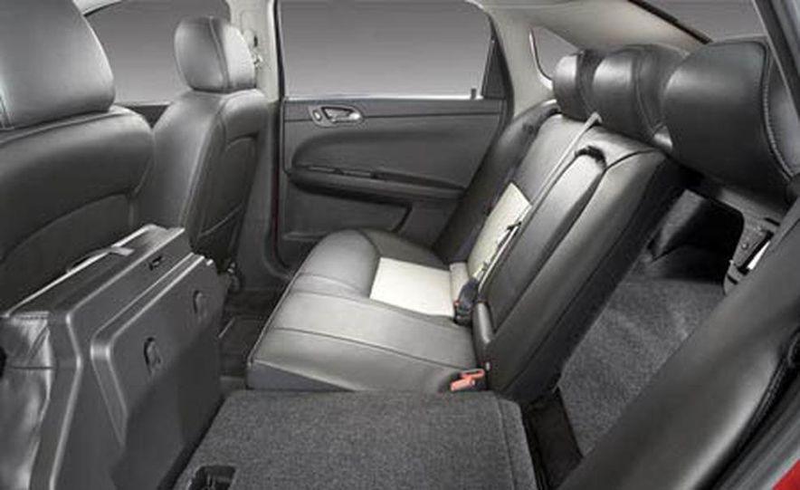 2009 Cadillac Escalade Platinum interior - Slide 14