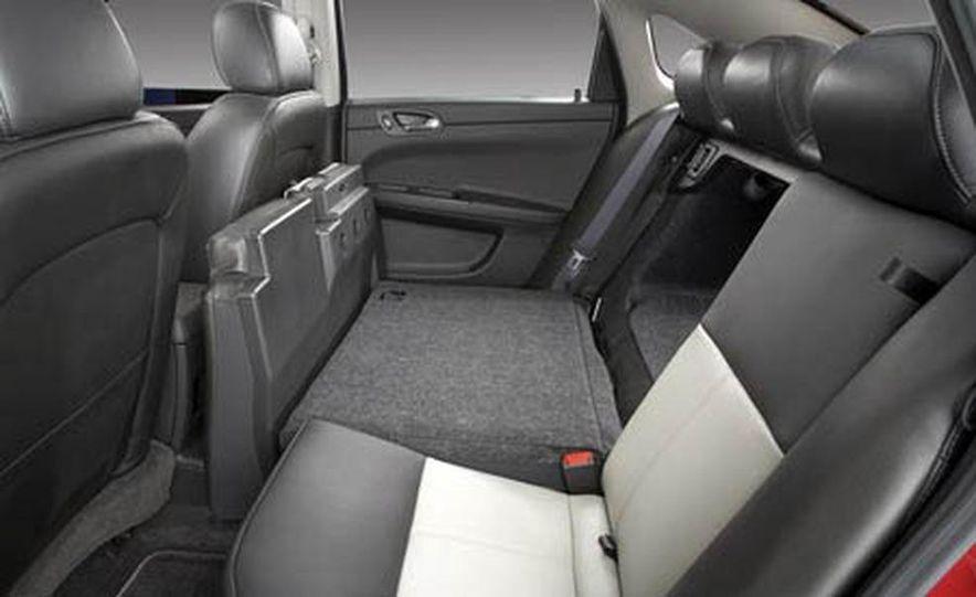 2009 Cadillac Escalade Platinum interior - Slide 15