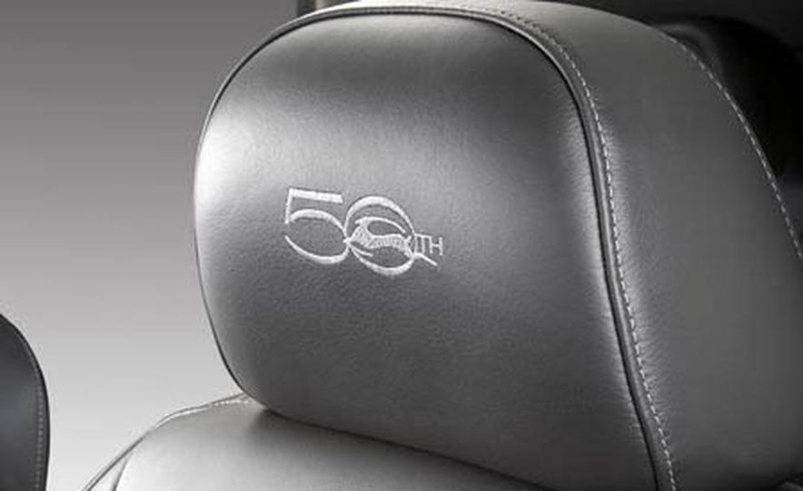 2009 Cadillac Escalade Platinum interior - Slide 10