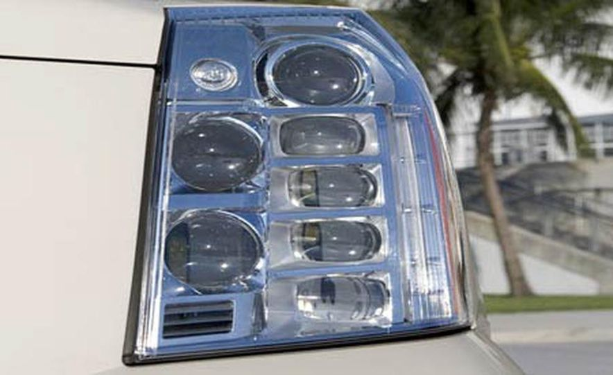 2009 Cadillac Escalade Platinum interior - Slide 21