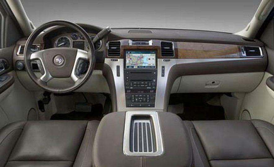 2009 Cadillac Escalade Platinum interior - Slide 1