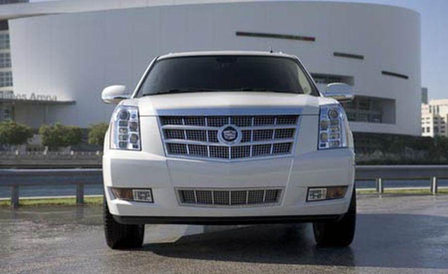 2009 Cadillac Escalade Platinum interior - Slide 12