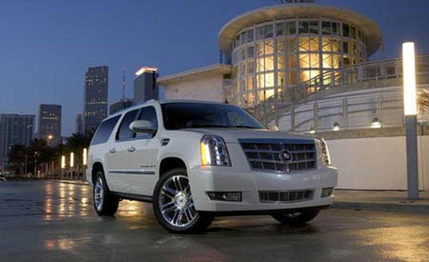 2009 Cadillac Escalade Platinum interior - Slide 19
