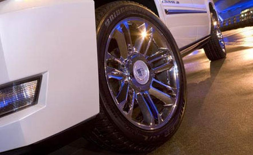 2009 Cadillac Escalade Platinum interior - Slide 17