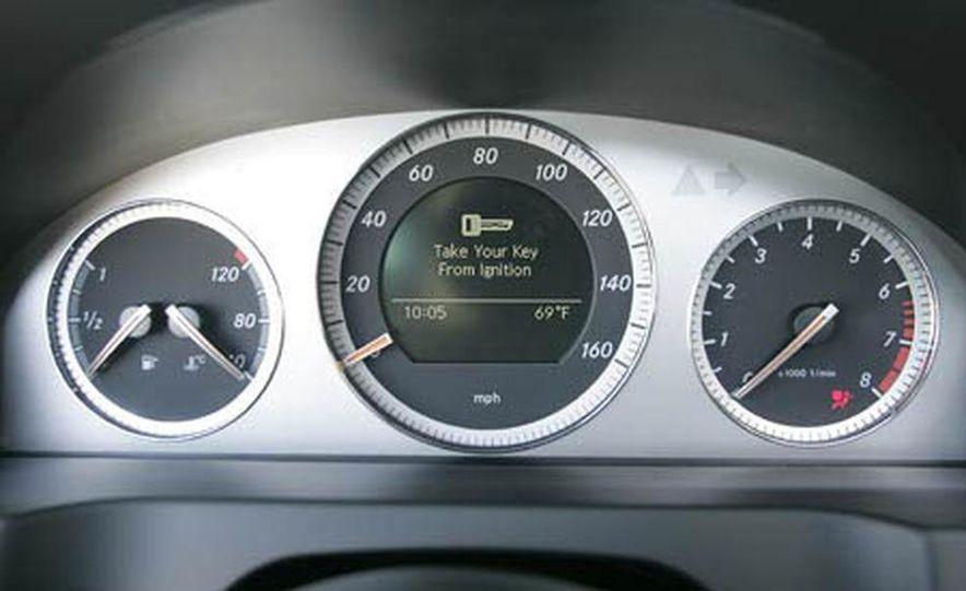 2008 Mercedes-Benz C300 Sport instrument panel - Slide 1