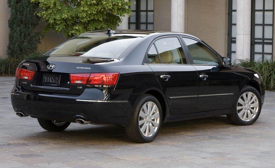 2009 Hyundai Sonata - Slide 3
