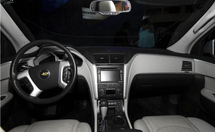 2009 Chevrolet Traverse - Slide 16