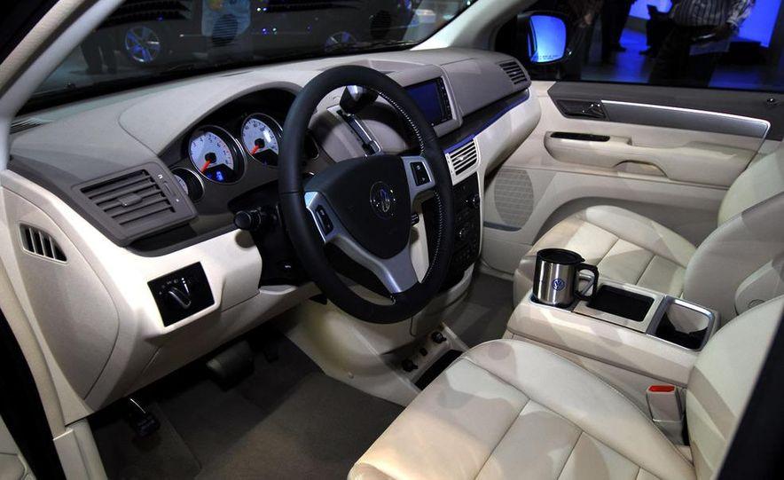 2009 Volkswagen Routan - Slide 10