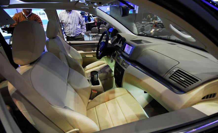 2009 Volkswagen Routan - Slide 14