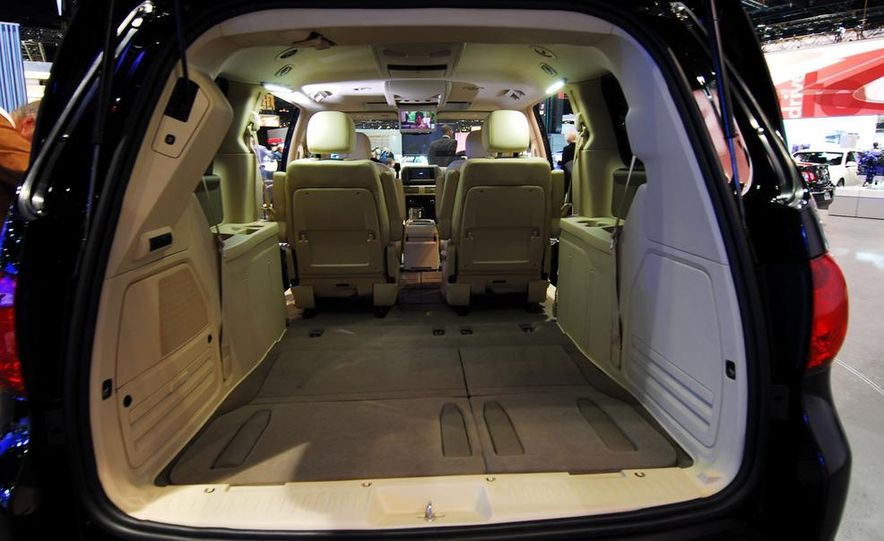 2009 Volkswagen Routan - Slide 15