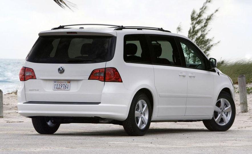 2009 Volkswagen Routan - Slide 16