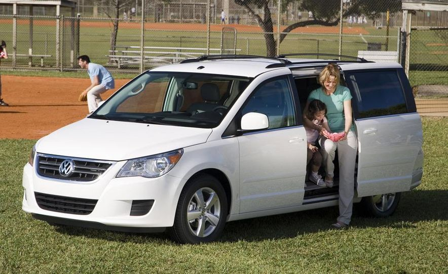 2009 Volkswagen Routan - Slide 18