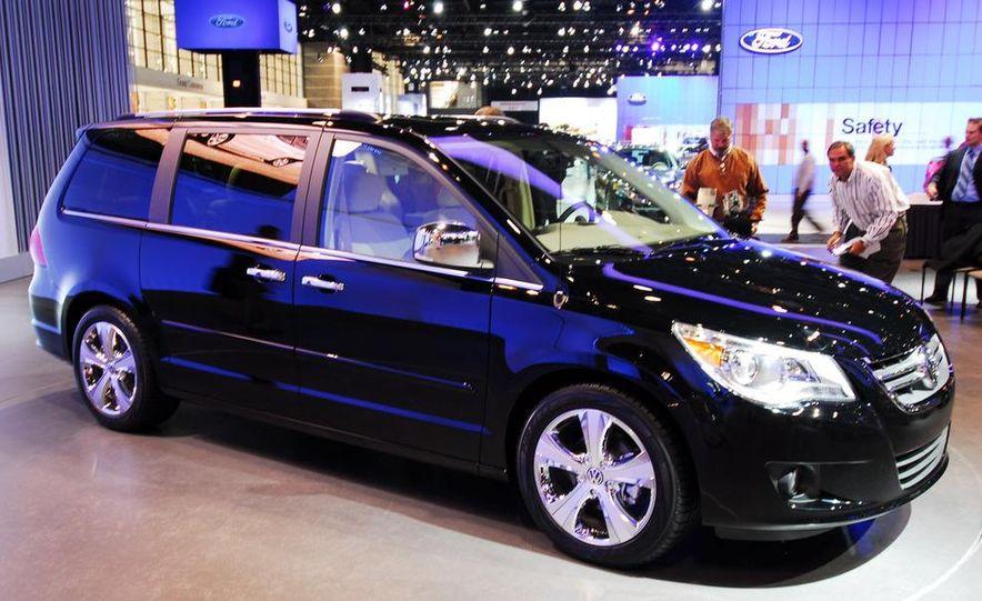 2009 Volkswagen Routan - Slide 1