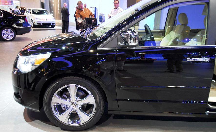 2009 Volkswagen Routan - Slide 8