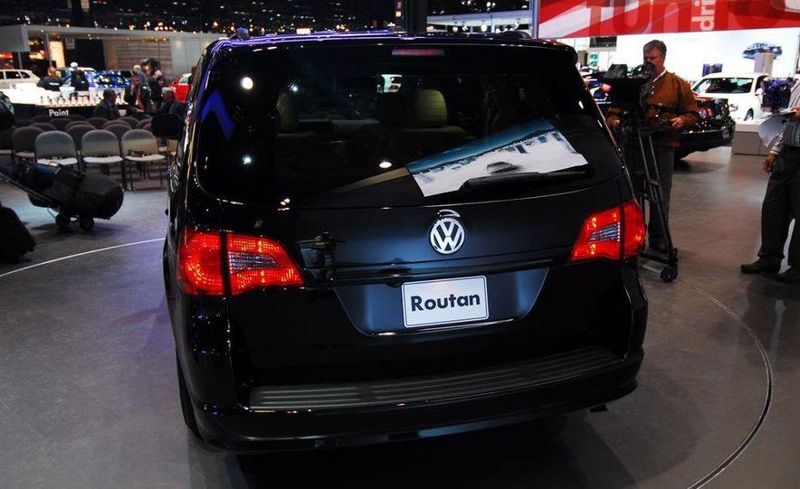 2009 Volkswagen Routan - Slide 6