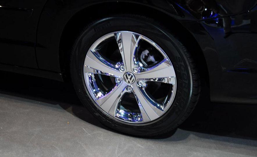 2009 Volkswagen Routan - Slide 9