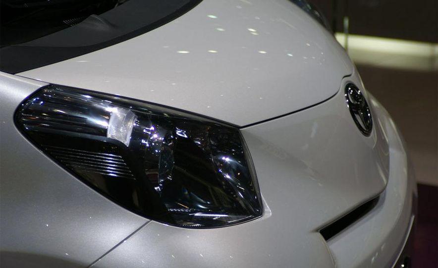 2009 Toyota iQ - Slide 8