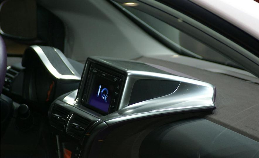 2009 Toyota iQ - Slide 5