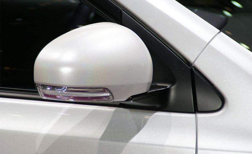 2009 Toyota iQ - Slide 7