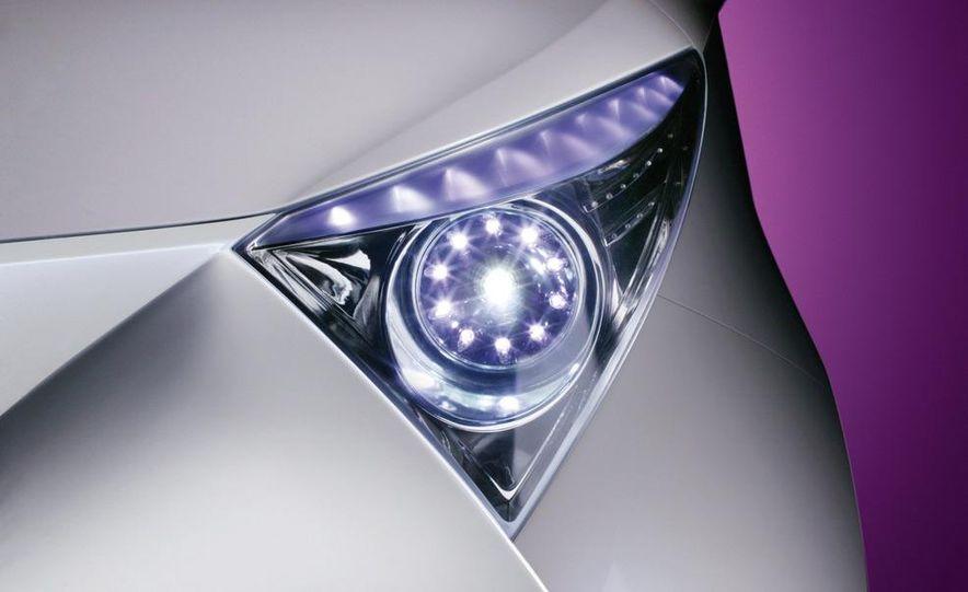 2009 Toyota iQ - Slide 18