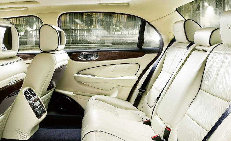 2009 Jaguar XKR Portfolio Edition - Slide 39