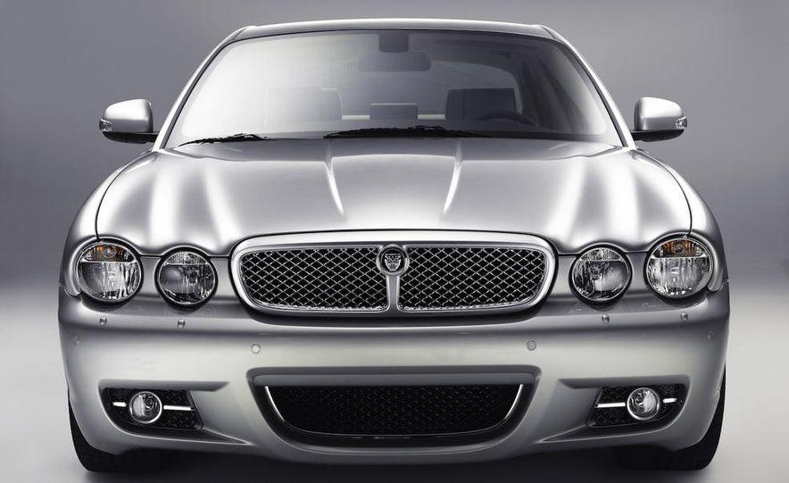 2009 Jaguar XKR Portfolio Edition - Slide 32