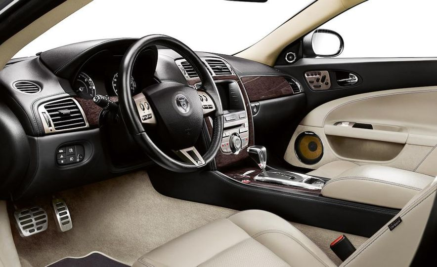2009 Jaguar XKR Portfolio Edition - Slide 17