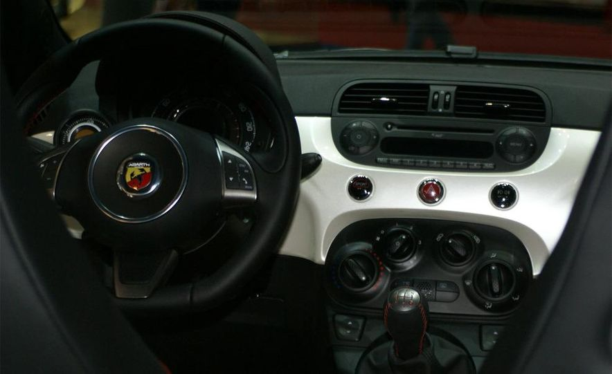 2009 Fiat 500 Abarth - Slide 22