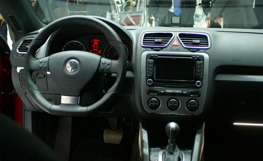 2009 Volkswagen Scirocco - Slide 11