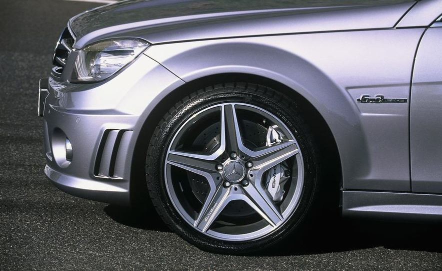 2008 Mercedes-Benz C63 AMG - Slide 5