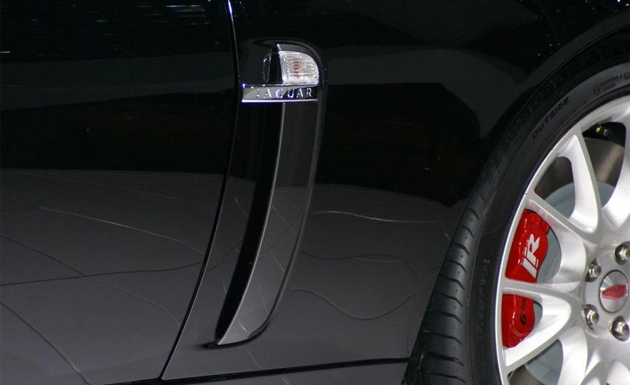 2009 Jaguar XKR-S - Slide 15