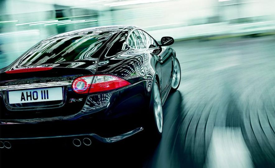 2009 Jaguar XKR-S - Slide 18