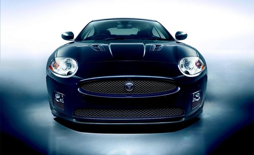 2009 Jaguar XKR-S - Slide 24