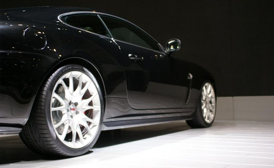 2009 Jaguar XKR-S - Slide 11