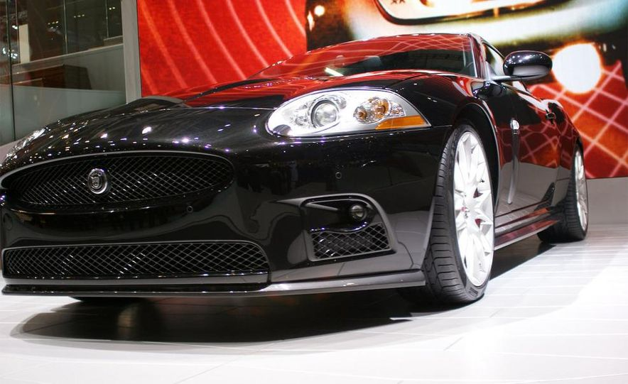 2009 Jaguar XKR-S - Slide 6