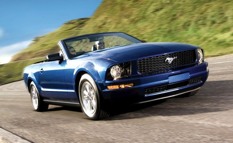 2008 Ford Mustang convertible - Slide 1