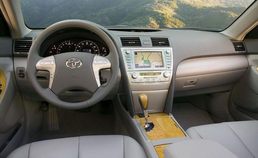 2008 Toyota Camry SE - Slide 16