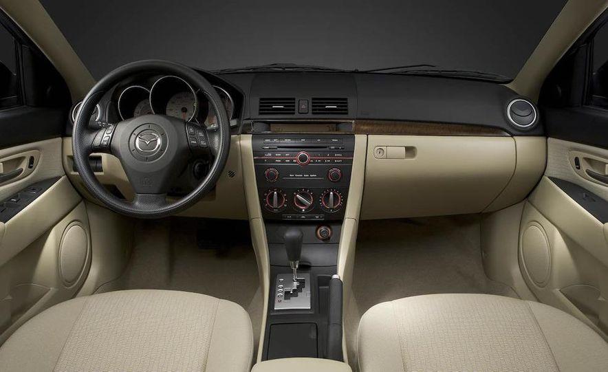 2008 Mazda 3 interior - Slide 6
