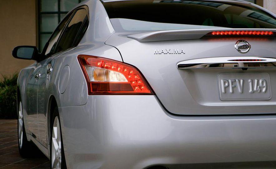 2009 Nissan Maxima - Slide 22