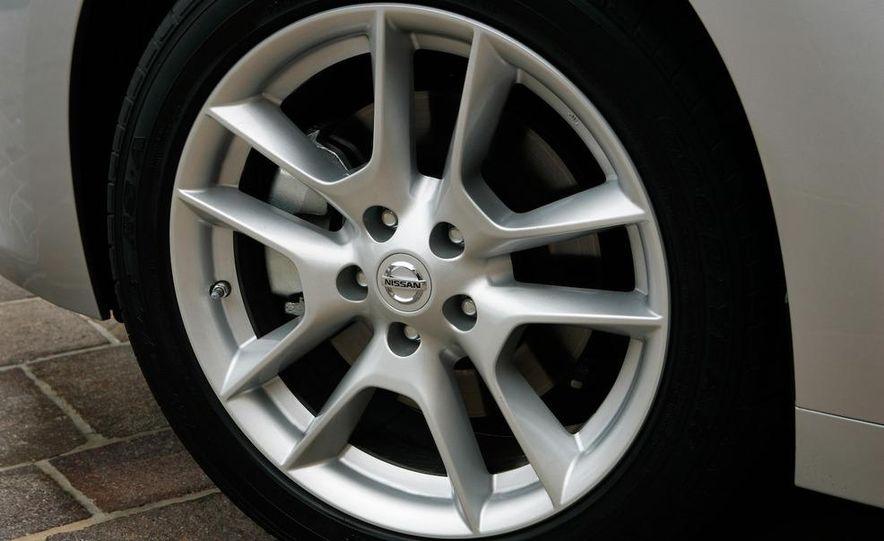 2009 Nissan Maxima - Slide 24