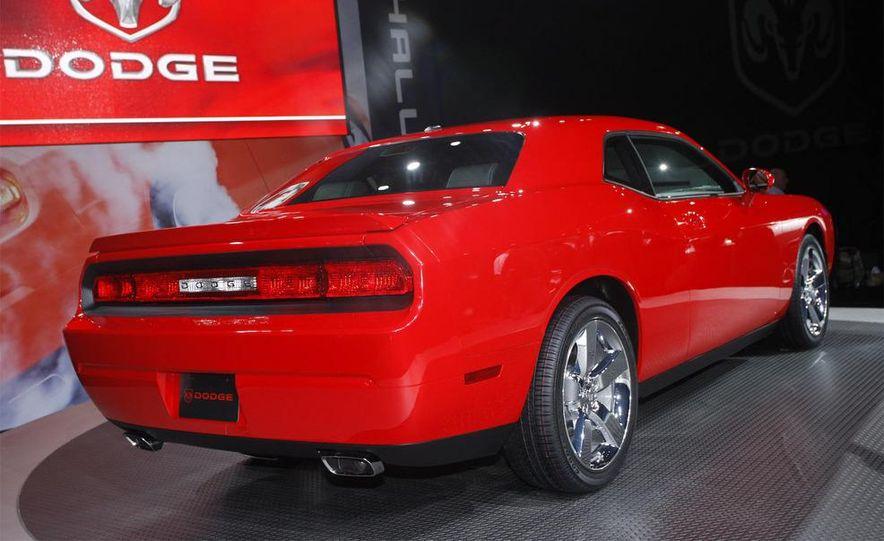 2009 Dodge Challenger R/T - Slide 11