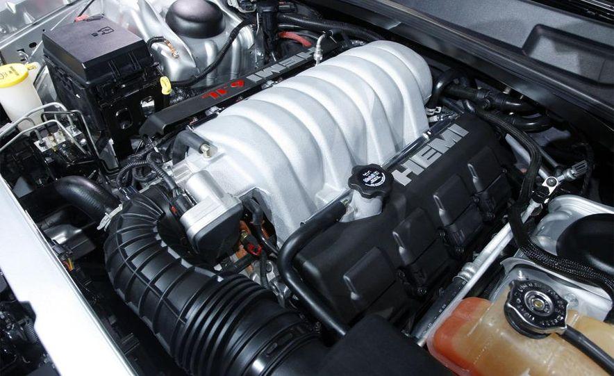 2009 Dodge Challenger R/T - Slide 24