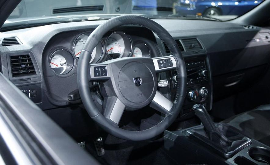 2009 Dodge Challenger R/T - Slide 17
