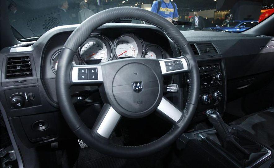 2009 Dodge Challenger R/T - Slide 19