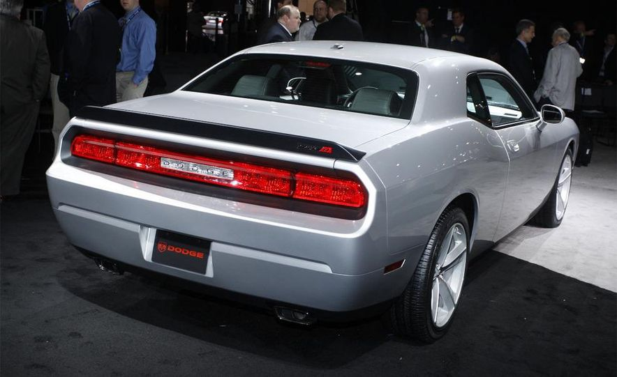 2009 Dodge Challenger R/T - Slide 14