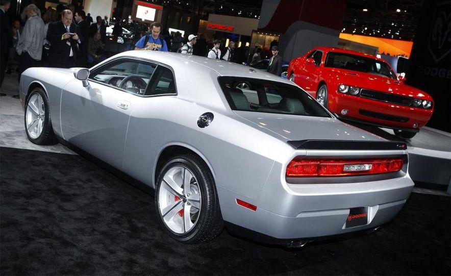 2009 Dodge Challenger R/T - Slide 16