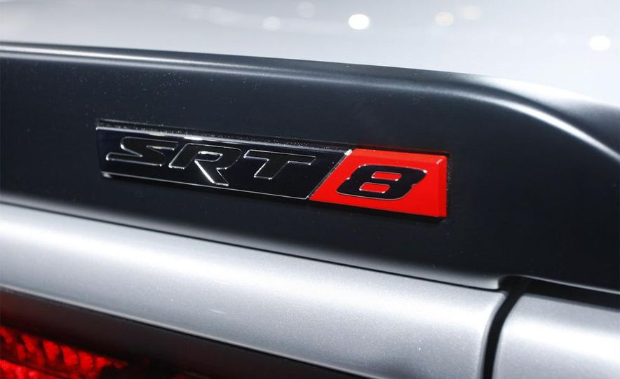 2009 Dodge Challenger R/T - Slide 15