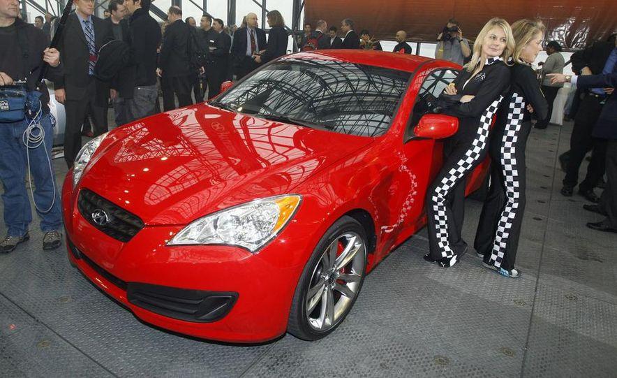 2010 Hyundai Genesis coupe - Slide 2