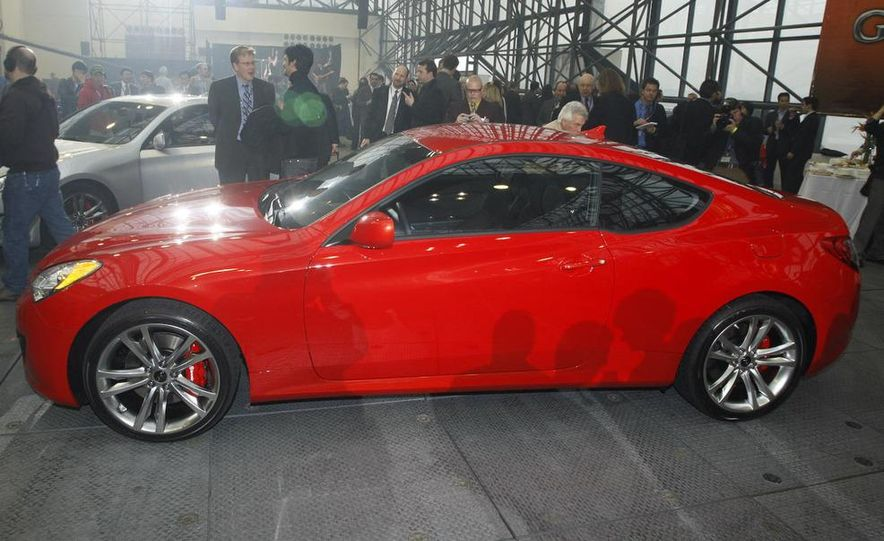 2010 Hyundai Genesis coupe - Slide 5