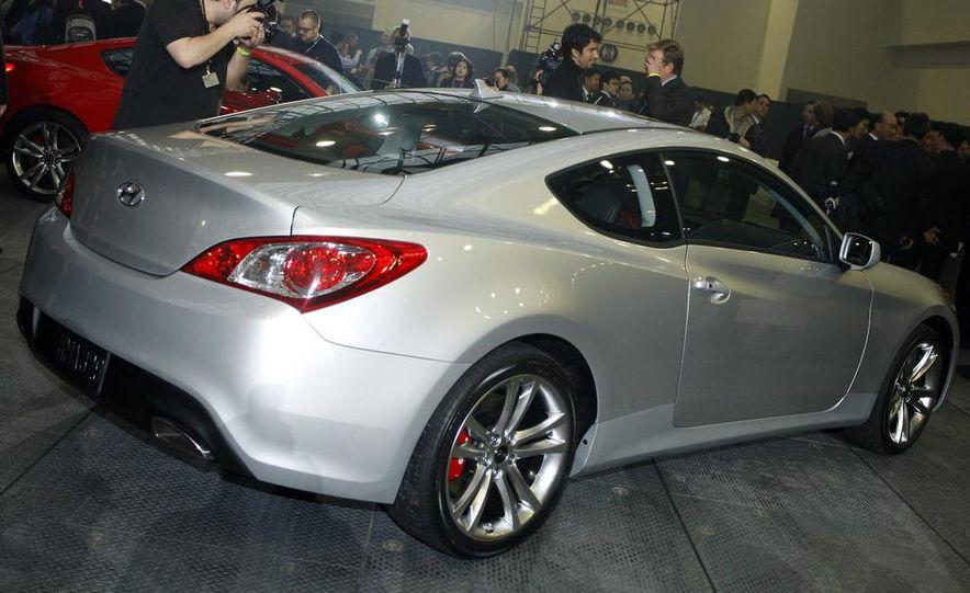 2010 Hyundai Genesis coupe - Slide 13